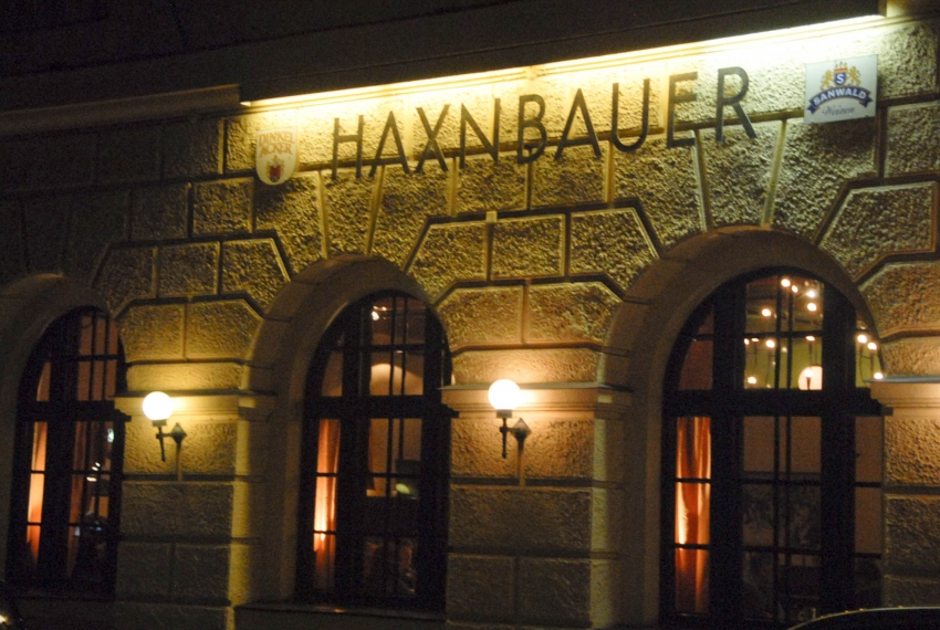 Name:  Haxnbauer im Scholastikahaus .jpg Views: 2420 Size:  412.3 KB