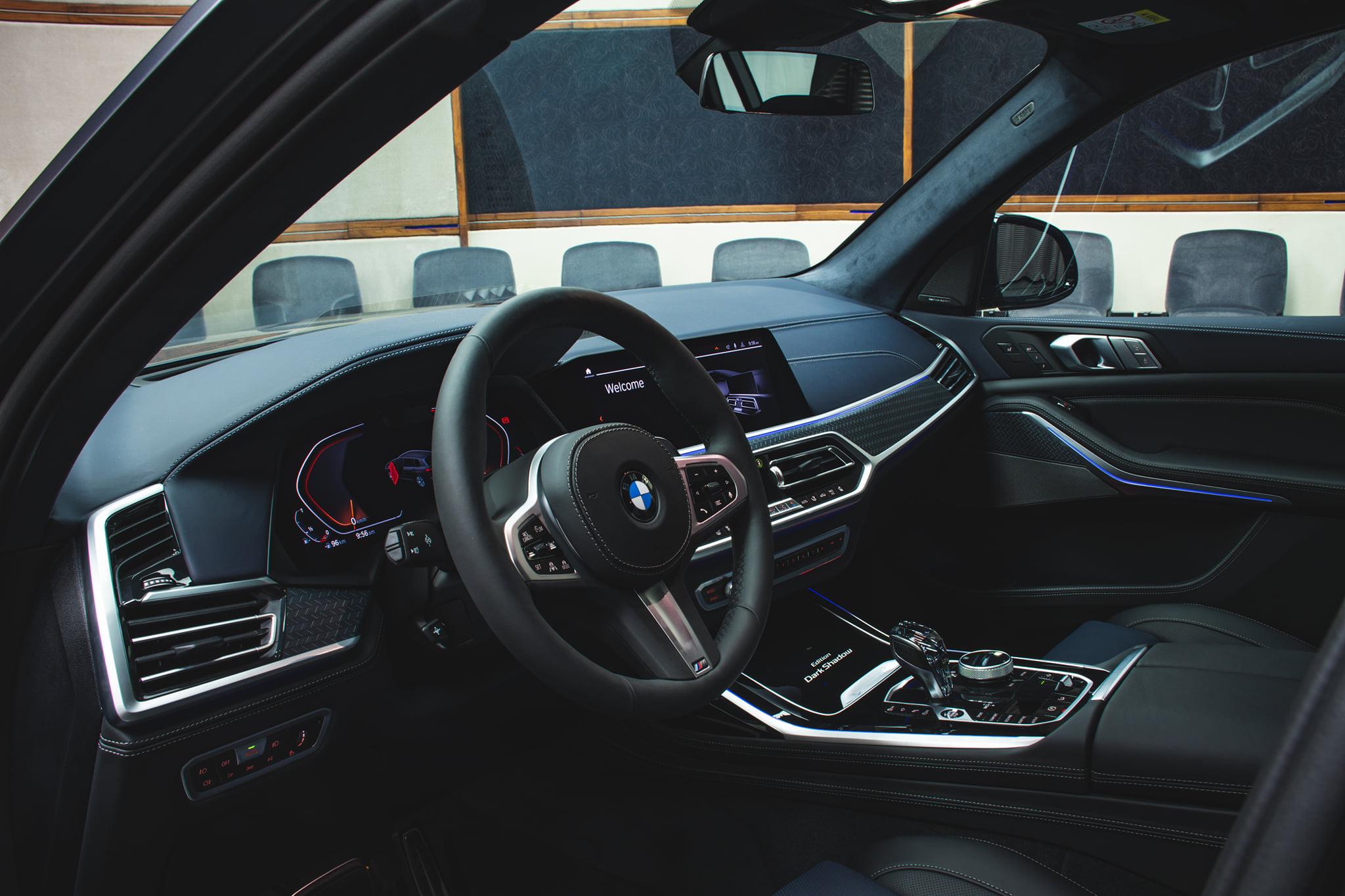 Name:  BMW-X7-Dark-Shadow-Edition-Interieur-Nachtblau-Schwarz-Abu-Dhabi-01.jpg Views: 8904 Size:  395.8 KB